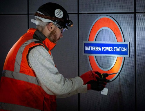倫敦地鐵北線-巴特西發電站新地鐵標誌亮相!